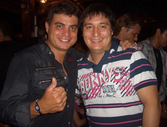 André posa ao lado do vencedor da terceira edição do BBB, o ex-brother Dhomini