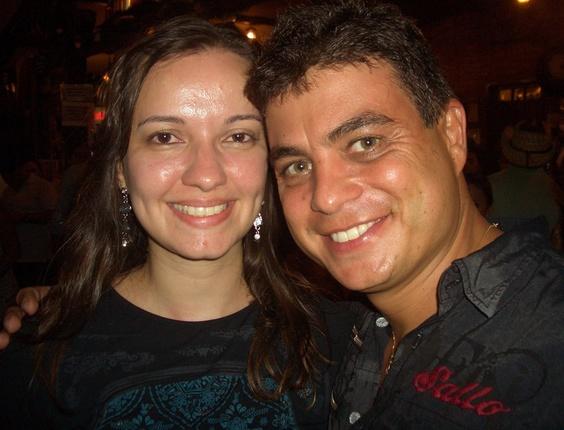 Denise enviou a foto que tirou com o ex-BBB Dhomini, vencedor da terceira edição do programa