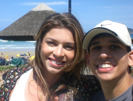 O internauta Tiago Pinheiro fotografou ao lado da ex-bbb Grazi Massafera, do BBB5