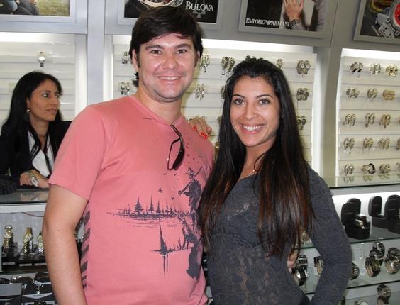 O internauta Rafael Matos encontrou com a sister Priscila Pires no Paraguai