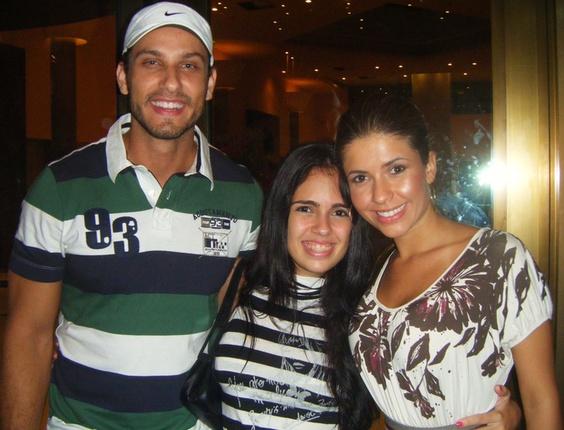 Caroline Sasson enviou uma foto com o casal Eliéser e Cacau, participantes do BBB10