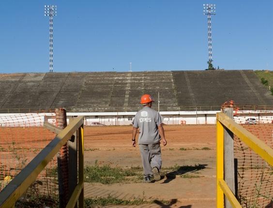 Obras de construção do Estádio Kleber Andrade, ES
