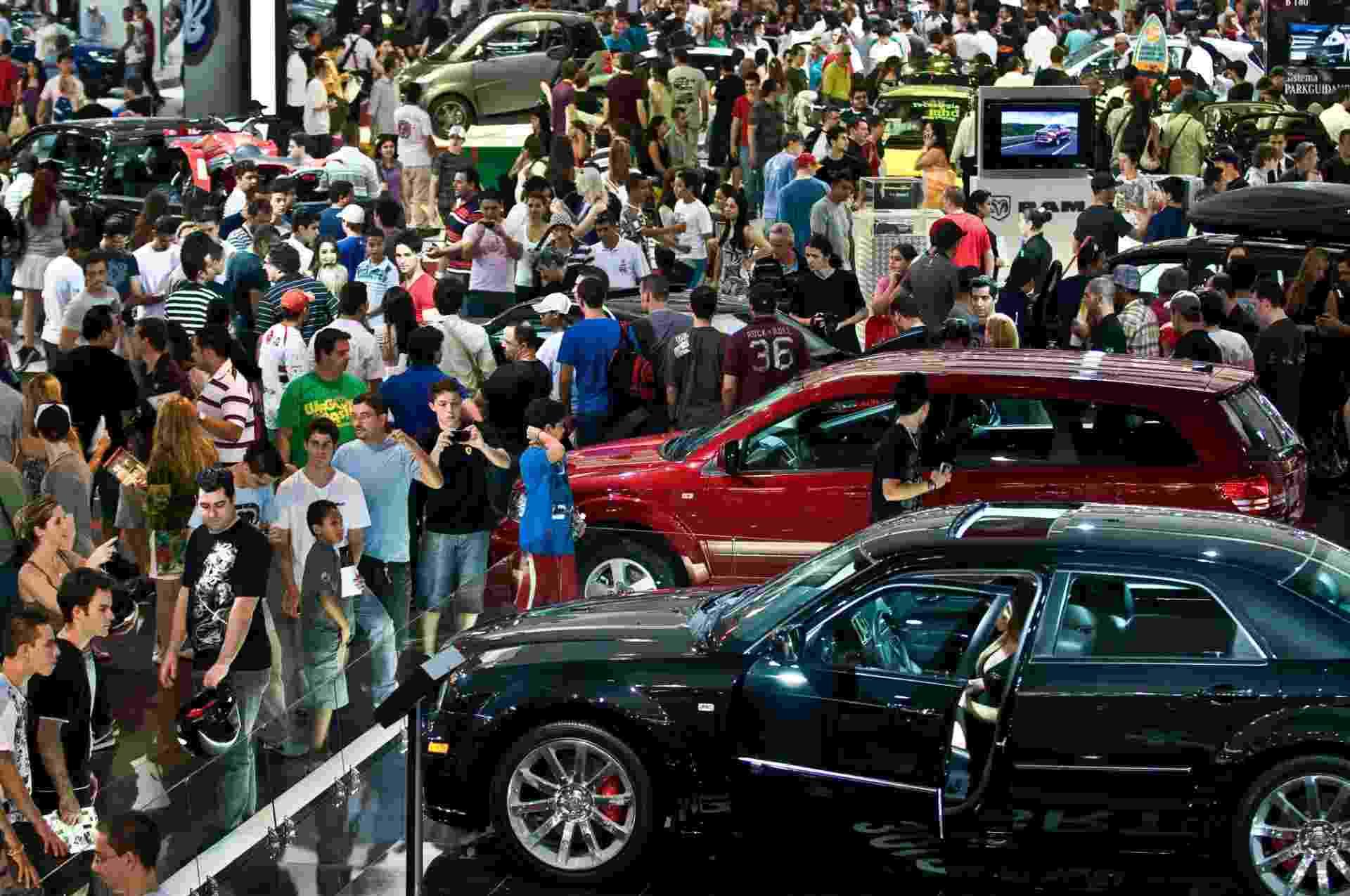 Movimento do público no último dia do Salão do Automóvel, no Anhembi, em São Paulo (SP). (Foto: Alessandro Shinoda/Folhapress, MERCADO) - Alessandro Shinoda/Folhapress, MERCADO