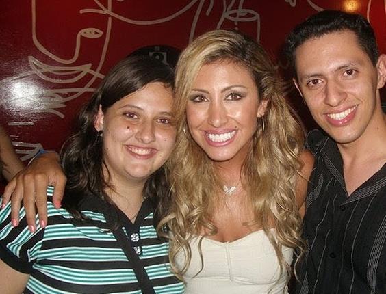 Marcelo de Araujo e uma amiga encontraram a ex-BBB Jaque Khury na final do programa Ídolos 2010, realizada na Via Funchal, em São Paulo
