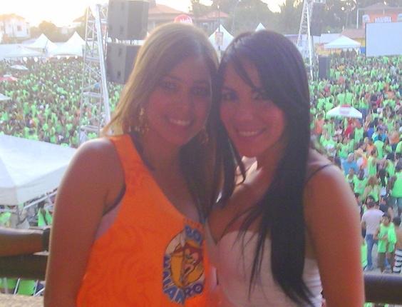 Larissa Leite com Anamara BBB10, na vaquejada de Serrinha-BA