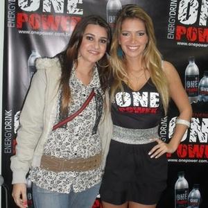 Natânia Lima enviou uma foto com a sister Fani, que participou do BBB7