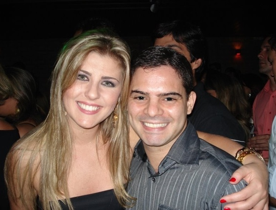 Leonardo Afonso Costa tirou uma foto ao lado com a ex-BBB Iris, da sétima edição do programa