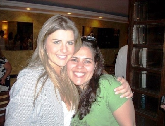 A internauta Stela Caroline de Carvalho fotografou com a ex-bbb Iris, do BBB8