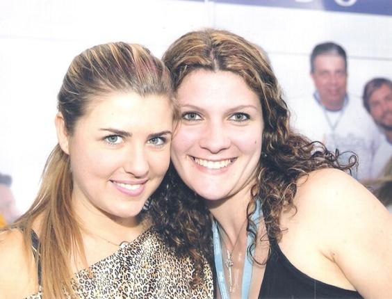 A internauta Kellen Taciane Storoz fotografou ao lado da sister Iris, do BBB8