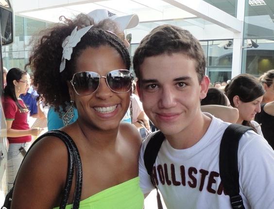 85381489c Gustavo Machado com Janaína do BBB11 no desembarque do MSC Orchestra no  porto de Santos Gustavo Machado Você Manda UOL Mais