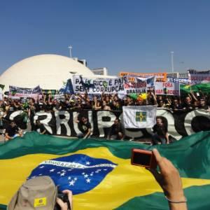 Marcha contra a corrupção em setembro reuniu entre 25 mil e 30 mil pessoas em Brasília
